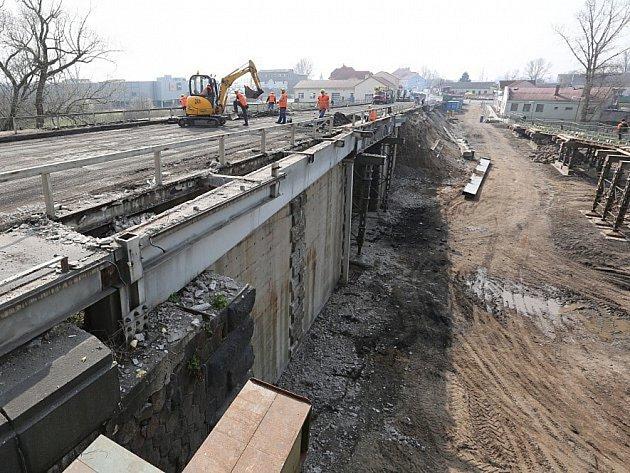 Demolice mostu. Ilustrační foto.