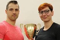 Miroslav Skála se svojí svěřenkyní Alenou Nývltovou, která se loni stala dvojnásobnou vícemistryní v plavání ve Fina World Championships 2017 v kategorii Masters.