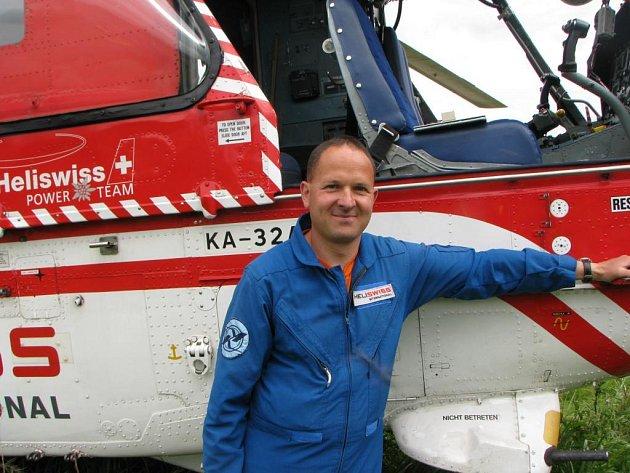 Pilot vrtulníku, švýcar Charles Corthay