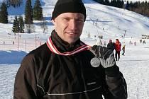 Jihlavský orientační běžec Milan Venhoda si po víkendu v rakouském Postalmu může užívat stříbrné medaile z lyžařského Mistrovství světa veteránů.