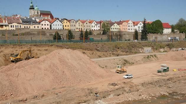Výstavba obchodně-zábavního centra City Park blízko historického jádra Jihlavy začala. Zemní práce doprovází archeologický průzkum.