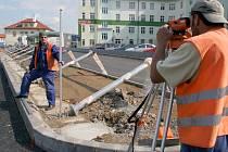 Havlíčkobrodská radnice musela zopakovat výběrové řízení na dodavatele stavby nového autobusového terminálu, protože první konkurz byl zrušen kvůli obvinění starosty Kruntoráda z pletichy. Výstavba se tím zdržela o řadu měsíců.