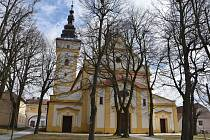 K uctění památky těch, kteří podlehli koronaviru se připojil i kostel svatého Jiljí v Moravských Budějovicích.