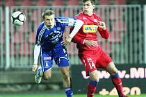 DALŠÍ PREMIÉRA. Nedávno si brněnský útočník Michael Rabušic (vpravo) připsal první start v nejvyšší domácí soutěži, teď se představil i v české reprezentaci do jednadvaceti let.