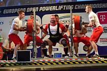 Tomáš Šárik zvládl zahajovací disciplínu parádně. Výkon 377,5 kg ho nastartoval ke stříbrné medaili!