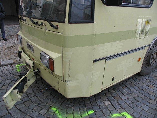 Netrpělivý řidič osobního vozu VW Passat ohrozil cestující v trolejbusu jihlavské MHD.