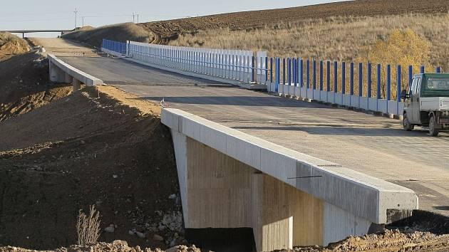 Jižní obchvat města Jihlavy. V současnosti největší dopravní investice na území krajského města má po svém ukončení snížit počet automobilů na jihlavských silnicích. Obchvat má být dokončen na jaře.