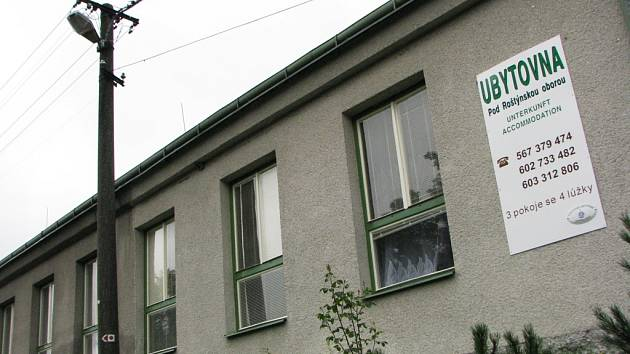 Pohled na ubytovnu v Řídelově na Telčsku
