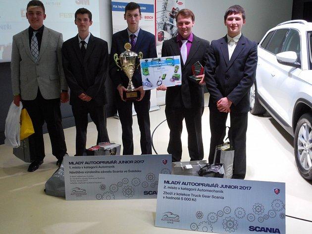 Student jihlavské automobilní školy se podívá do výrobního závodu Scania ve Švédsku.