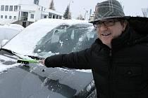 Sněhová vánice na Vysočině zpěváka Mekyho Žbirku nepřekvapila. Pro tyto případy je totiž správně vybaven.