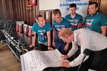 Za jihlavskou radnici se se sportovci sešel náměstek Petr Laštovička (ODS).