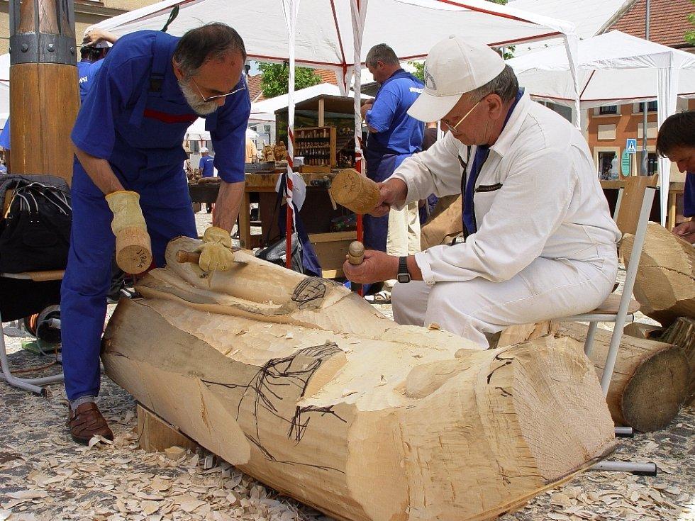 Řezbáři nedělali jen malé figurky do společného betlému, ale i pořádné velké figury.