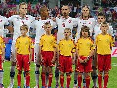 Vít Jirků (druhý zleva) si užil atmosféru fotbalového Eura přímo na trávníku.