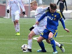 Jihlavští starší dorostenci (v modrém Adama Svoboda) nezaváhali. Kroměříž porazili 3:0.