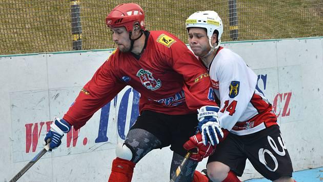 Hokejbalisté SK Jihlava (v červeném). Ilustrační foto.