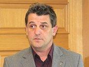 Krajští politici Libor Joukl a Jan Míka budou souzeni kvůli údajným pletichám v tendru na sypače.