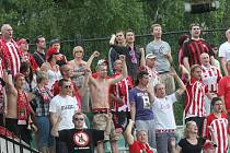 Fanoušci Žižkova oslavují postup do nejvyšší soutěže. Ten jim zajistila sobotní výhra v Mostě.