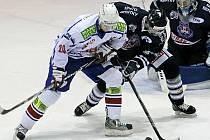 Hráči Horácké Slavie Třebíč sice na domácím ledě s Benátkami prohrávali už 0:2, nakonec se jim povedlo ale zvítězit 4:3 po samostatných nájezdech.