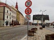 Takto v pátek 12. ledna vypadala značka s přechodnou úpravou dopravního značení.