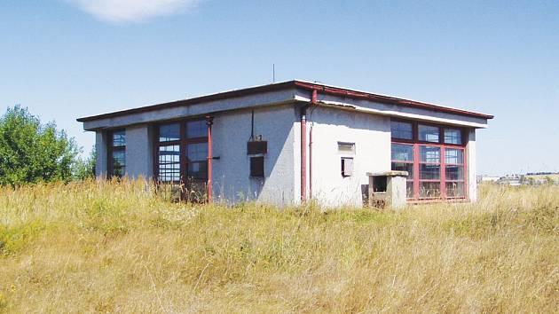 Budova na okraji Stonařova dříve sloužila jako tajná záložní radiovysílací stanice. V budoucnosti by se v bunkru měla ukládat data.