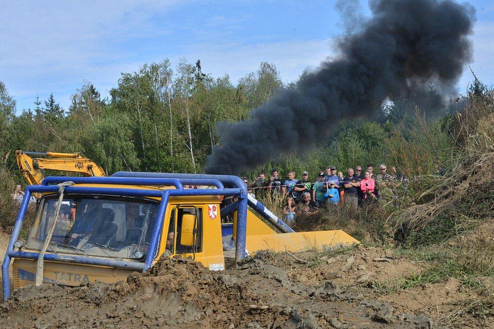 Vrantířovském tankodromu se sešly tisíce příznivců motorismu. O víkendu tam totiž skončil letošn