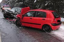 Jedním těžkým a třemi lehkými zraněními skončila nehoda nedaleko Stonařova.