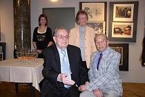 Gustav Krum (uprostřed).