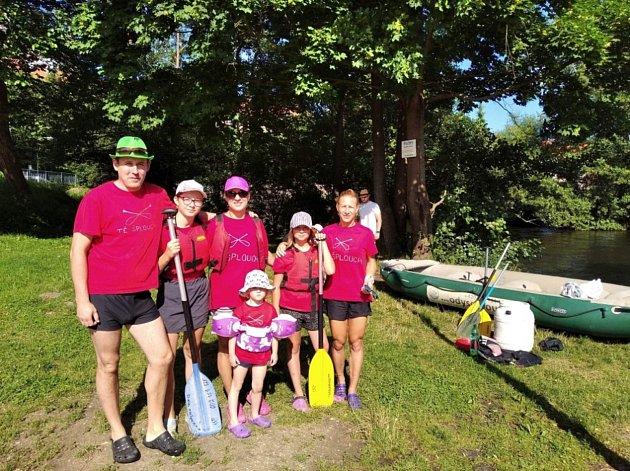 Srodinou či přáteli každoročně vyrážíme vlétě na vodu. Vltavu iSázavu jsme splouvali již několikrát. Jezdíme na raftech a kanoích.