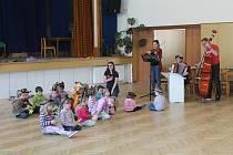 Děti besídku pečlivě nacvičovaly, v neděli vše předvedou rodičům.