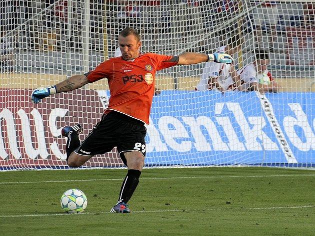 Především v prvním poločase utkání Hradec Králové Vysočina Jihlava byl hostující brankář Jaromír Blažek v plné permanenci. Přestože jednou inkasoval, svůj tým několikrát podržel, a přispěl tak k zisku dalšího bodu do tabulky.