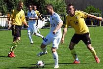 Exhibiční utkání Vladislav - Jihlava u příležitosti 90. výročí založení fotbalu ve Vladislavi. Domácí ve žlutém.