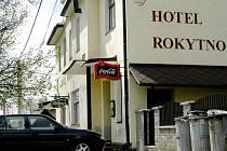 Místo tragédie. V prostorách hotelu Rokytno v okrese Žďár nad Sázavou se odehrála tragédie, při níž přišel o život jeden z přítomných hostů.