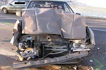Ke střetu osobního vozu Škoda Favorit s nákladním vozem došlo na silnici mezi Jihlavou a Pelhřimovem.
