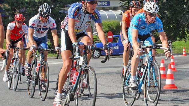 Kopcovitý terén 1. etapy v okolí Nového Města na Moravě pořádně prověřil startovní pole.