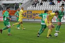 Jihlava (ve žlutém Michael Rabušic) v posledních dvou zápasech nevstřelila branku. Probudí se konečně její útočníci?