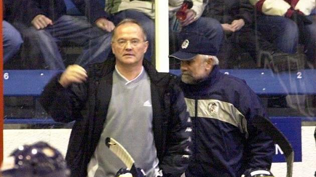 Trenér Karel Dvořák (vlevo) se vrací do Jihlavy.