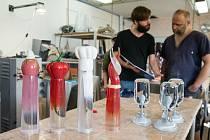 Výroba skleněných cen ve sklárnách Valner Glass pro kuchařskou soutěž Trophée Mille.