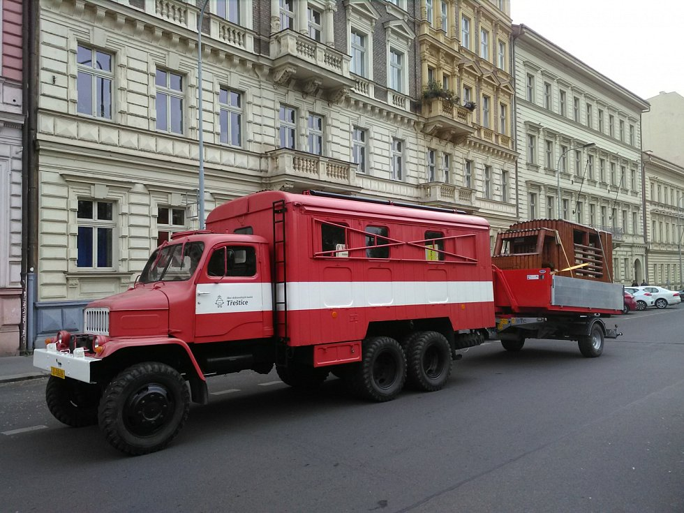 Vejtřasky z Třeštice se prezentovaly v Praze na výstavě historických vozidel.