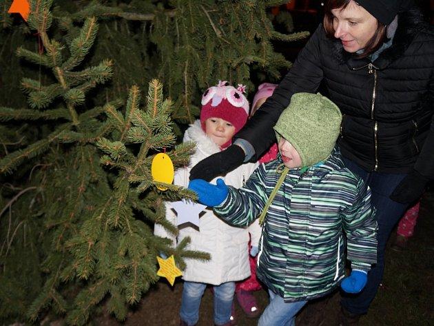 Rozsvěcování vánočních stromů ve Staré a Nové Říši.