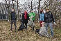 V různých koutech Jihlavska vysbírali lidé kolem silnic a cest několik desítek či stovek pytlů s odpadky.