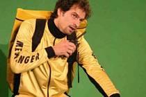 Herci Studia Ypsilon  v krajském městě předvedou, jak může vypadat jeden den poslíčka na kole. Hlavní roli ztvární Petr Vršek.