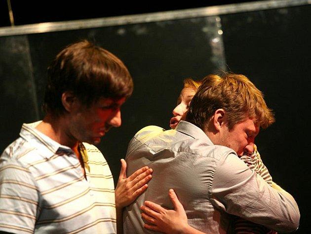 Herci divadla Buranteatr vystoupí v jihlavském divadle DIOD. Na snímku zachyceni při zkoušce.