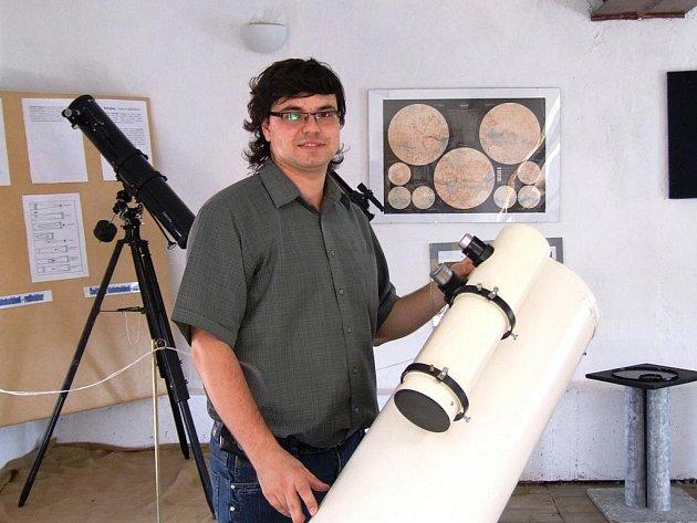 Kdyby si člen Jihlavské astronomické společnosti Miloš Podařil (na snímku) mohl něco prát, bylo by to to, aby dokázal vyrobit hvězdářský dalekohled s co největším rozlišením.