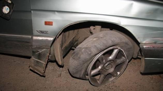 Opilý řidič boural v centru Jihlavy.