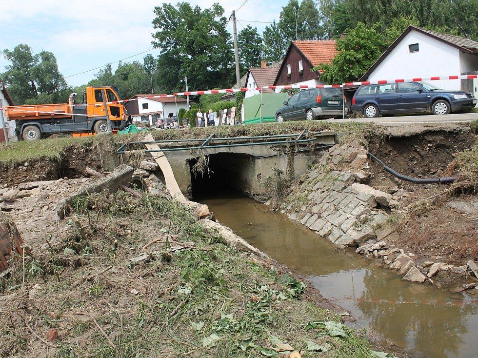 Most uprostřed obce bude zřejmě nutné zbourat a postavit znovu, jeho stav posoudí statik.