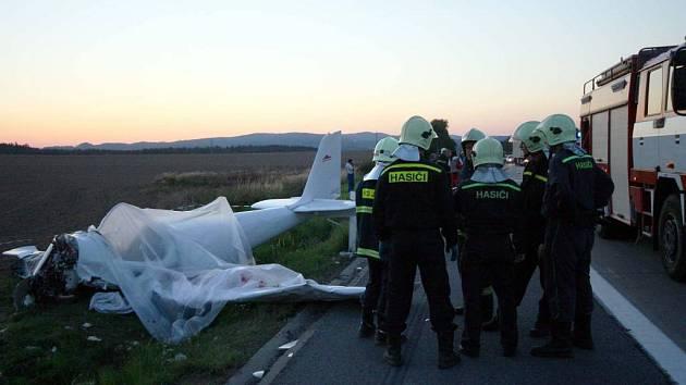 Nehoda letadla u dálnic D1 z loňského září.