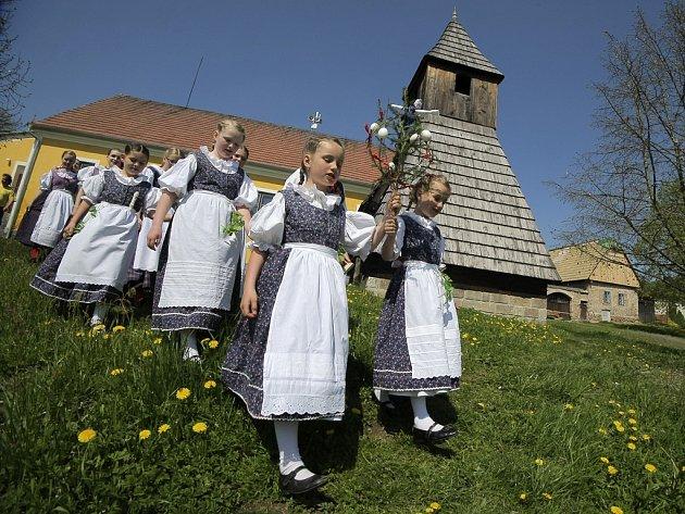 Na Michalově statku na Havlíčkobrodsku představí v sobotu lidové zvyky i soubor Škubánek.