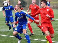 Fotbaloví starší dorostenci Jihlavy (v modrém) se po facce od Brna vrátili zpět na vítěznou vlnu. V posledním podzimním kole porazili Prostějov 3:0.