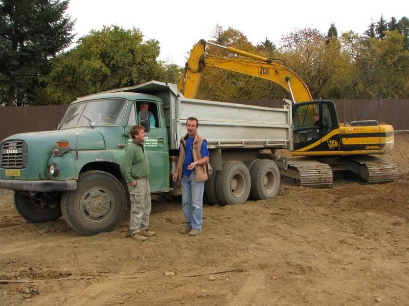 Tudy neprojede žádné osobní auto, jen těžké nákladní vozy. Foto z úseku mezi Brtnicí a Zašovicemi.