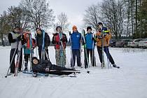 Ačkoliv některé děti stály na běžkách poprvé v životě, lyžařský výlet zvládli.